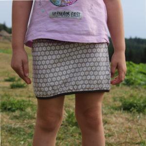 dětská bavlněná sukýnka. Hnědý podklad, bílé stylizované kytičky. vel 98. jetobajo