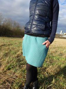 teplejší mentolková sukně vhodná na podzim a zimu, skvěle ladí s tmavými punčochami. dvě kapsy a pružný pas jsou samozřejmostí