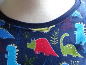 detail tričko s dinosaury, Je To Bájo