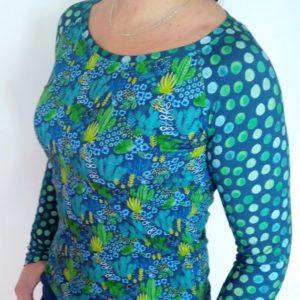 dámské tričko s lodičkovým výstřihem, motiv kaktusů a puntíků. vyrobené v české republice. Dílna jetobájo