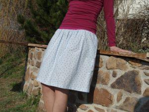 Dámská romantická sukně s malinovými puntíky. nabíraná, nadýchaná sukně s kapsami. ušito s láskou. je_to_bájo