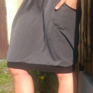 tmavě šedá dámská sukně, sportovně elegantní, s pružným pasem a dvěmi kapsami