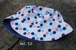 Letní klobouček pro dítě. Motiv pastelové geometrické tvary. vyrobeno ručně v čr. jetobájo