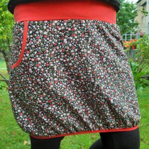 dámská sukně s podkasaným lemem a kapsami, motiv hustě naskadaných růží