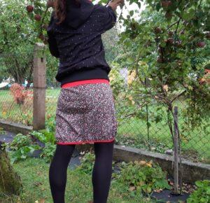 dámská sukně s podkasaným leme a kapsami, motiv hustě naskadaných růží
